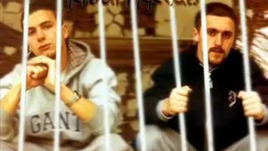 16 vjet më parë u publikua  Ushtari i Rrugës   Besnik Qaka e risjell live